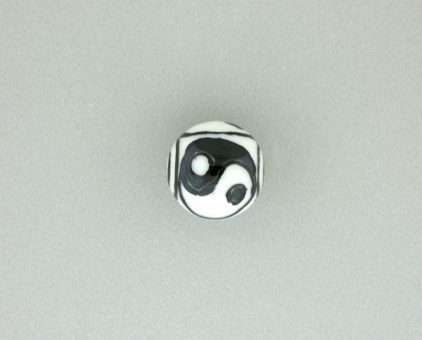 9077 - 11mm Round Ying Yang Porcelain Bead