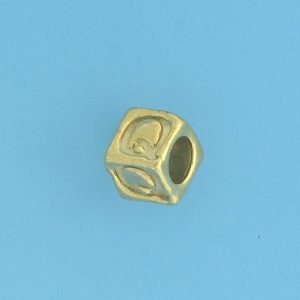 9800 - 5.5mm Gold Plated Alphabet Beads Q